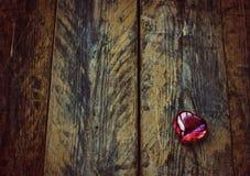 Fond de Saint-Valentin, coeur en verre Photos libres de droits