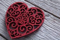 Fond de Saint Valentin, coeurs faits main sur le bois avec l'espace de copie Photo stock