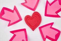 Fond de soins de santé avec des signaux de coeur et de flèche valentine Images libres de droits