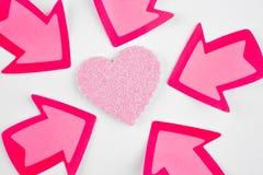 Fond de soins de santé avec des signaux de coeur et de flèche valentine Photo stock