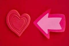 Fond de soins de santé avec des signaux de coeur et de flèche valentine d Images stock