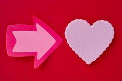 Fond de soins de santé avec le signal de coeur et de flèche valentine Image libre de droits