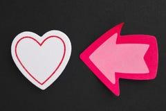 Fond de soins de santé avec des signaux de coeur et de flèche valentine Photo libre de droits