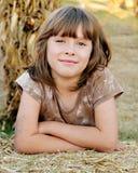 Fond de sourire d'automne de fille heureuse Photos libres de droits