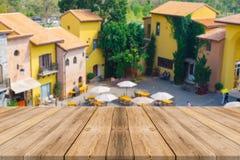 Fond de station de vacances de tache floue vide de table de conseil en bois beau Photos stock