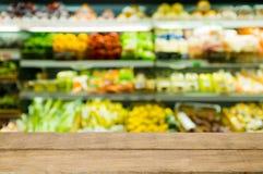 Fond de tache floue de supermarché Photographie stock libre de droits