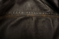 Fond de texture de cuir de brun foncé avec la couture image libre de droits