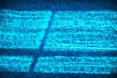 Fond de texture de tuile et d'eau de piscine photographie stock