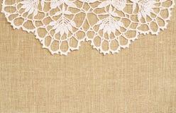 Fond de toile avec la dentelle de crochet photo stock