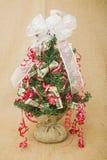 Fond de toile de jute de décoration d'arbre d'argent de Noël Photographie stock libre de droits