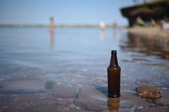 Fond de touriste de bouteille en verre Image stock