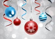 Fond de vacances avec les boules de Noël et la bannière colorée de décoration de nouvelle année de rubans Image stock
