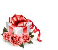 Fond de vacances avec les roses et le boîte-cadeau roses. Photos stock