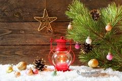 Fond de vacances de Noël avec une maison dans la neige, Noël Photos libres de droits