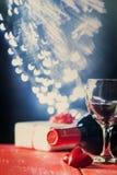 Fond de Valentine de vin et de bougie Photographie stock