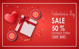 Fond de vente de jour de valentines avec le coeur, les bougies et les présents rouges Photographie stock