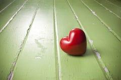 Fond de vert d'amour de coeur Photo libre de droits