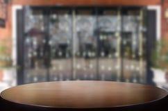 fond de vinothèque avec l'espace libre pour votre verre de bouteille Photos libres de droits