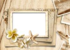 Fond de vintage avec des photo-cadres et des coquillages Photo stock