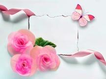 Fond de vintage avec le papier-cadre et fleurs pour des félicitations Photographie stock