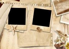 Fond de vintage avec le photo-cadre et les coquillages Image stock