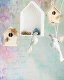 Fond de vintage avec les oiseaux en bois Image stock