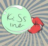 Fond de vintage de jour de valentines avec les lèvres piercing sexy, bubble-gum, rétros rayons, éraflures et Photographie stock libre de droits