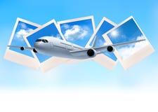 Fond de voyage avec l'avion devant des photos Photos libres de droits