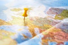 Fond de voyage, destination sur la carte du monde photographie stock libre de droits