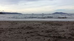 Fond Defocused de mer sur la plage Photo libre de droits