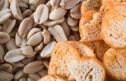 Fond des arachides et des biscuits rôtis Texture Plan rapproché Images stock