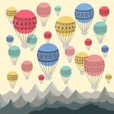 Fond des ballons à air et des montagnes chauds colorés Cappadocias Images stock