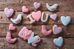 Fond des biscuits de pain d'épice d'amour vue supérieure horizontale Photos libres de droits