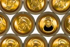 Fond des boîtes en aluminium pour des boissons Photos stock