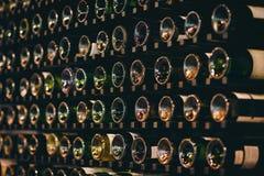 Fond des bouteilles de vin vertes Image libre de droits