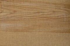 Fond des conseils en bois bruns fra?chement coup?s avec des fissures images stock