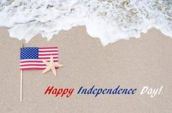 Fond des Etats-Unis de Jour de la Déclaration d'Indépendance avec le drapeau et les étoiles de mer Photographie stock libre de droits