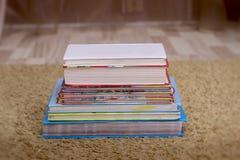 Fond des livres Les livres se ferment vers le haut photo stock
