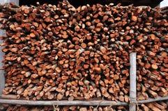 Fond des logarithmes naturels coupés secs de bois de chauffage Image libre de droits