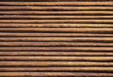 Fond des logarithmes naturels en bois photos stock