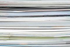 Fond des magazines empil?es, brochures, carnets, catalogues photographie stock