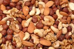 Fond des noix mélangées. Image libre de droits