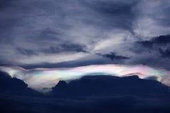Fond des nuages foncés Photos stock