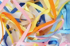 Fond des rubans colorés lumineux de satin Photographie stock libre de droits