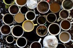 Fond des tasses de café avec différents types de café photos libres de droits