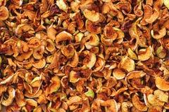 Fond des tranches de pommes, jaunes et oranges sèches Images libres de droits