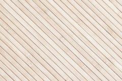 Fond diagonal en bambou clair de lamelles photo libre de droits