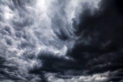 Fond dramatique brouillé de nuages Photographie stock libre de droits