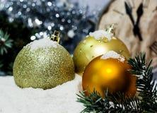 Fond du ` s de Noël d'or de carte de voeux et de nouvelle année Photos libres de droits