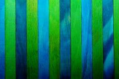 Fond en bois approximatif vertical de texture de bleu d'indigo et de cloison de séparation de thème vert images libres de droits